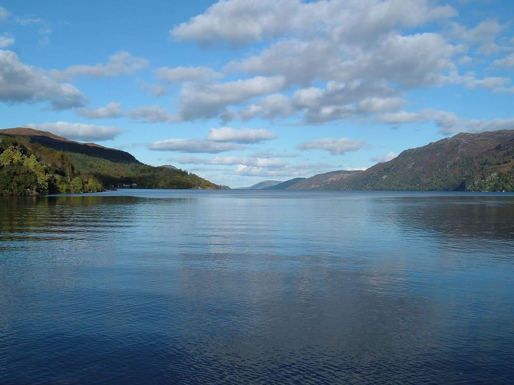 Lago di Loch Ness Scozia on the road