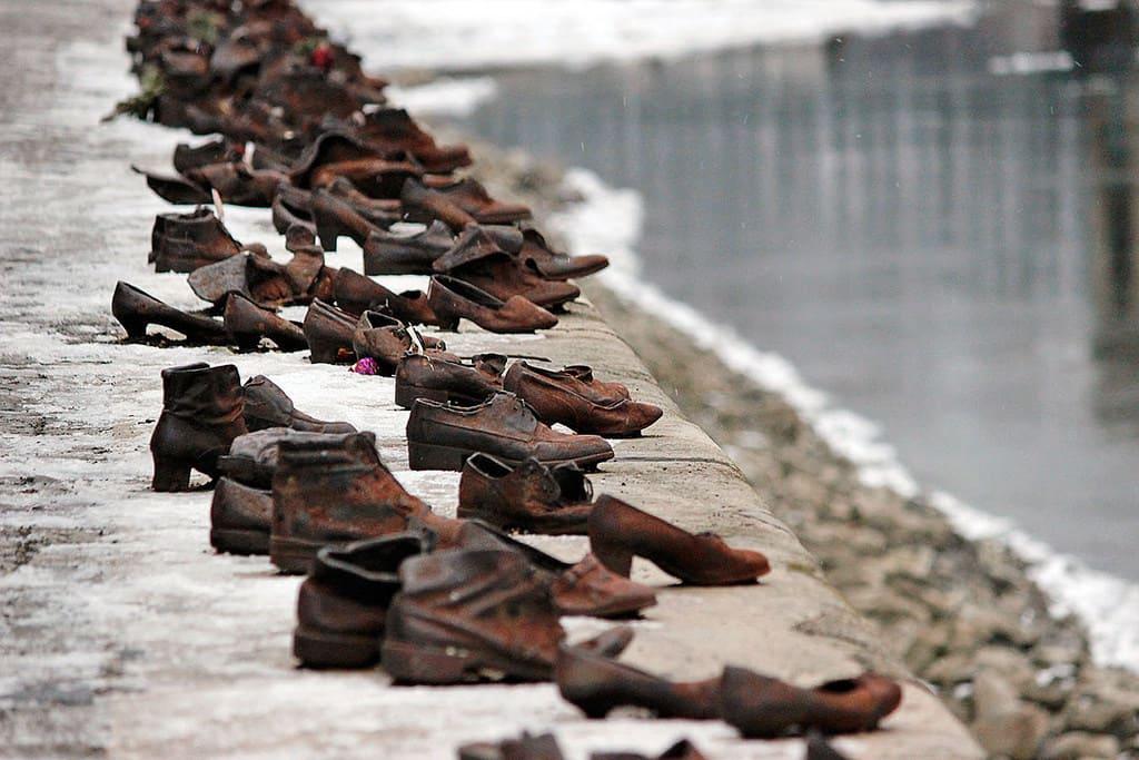 monumento scarpe sulle rive del fiume Budapest