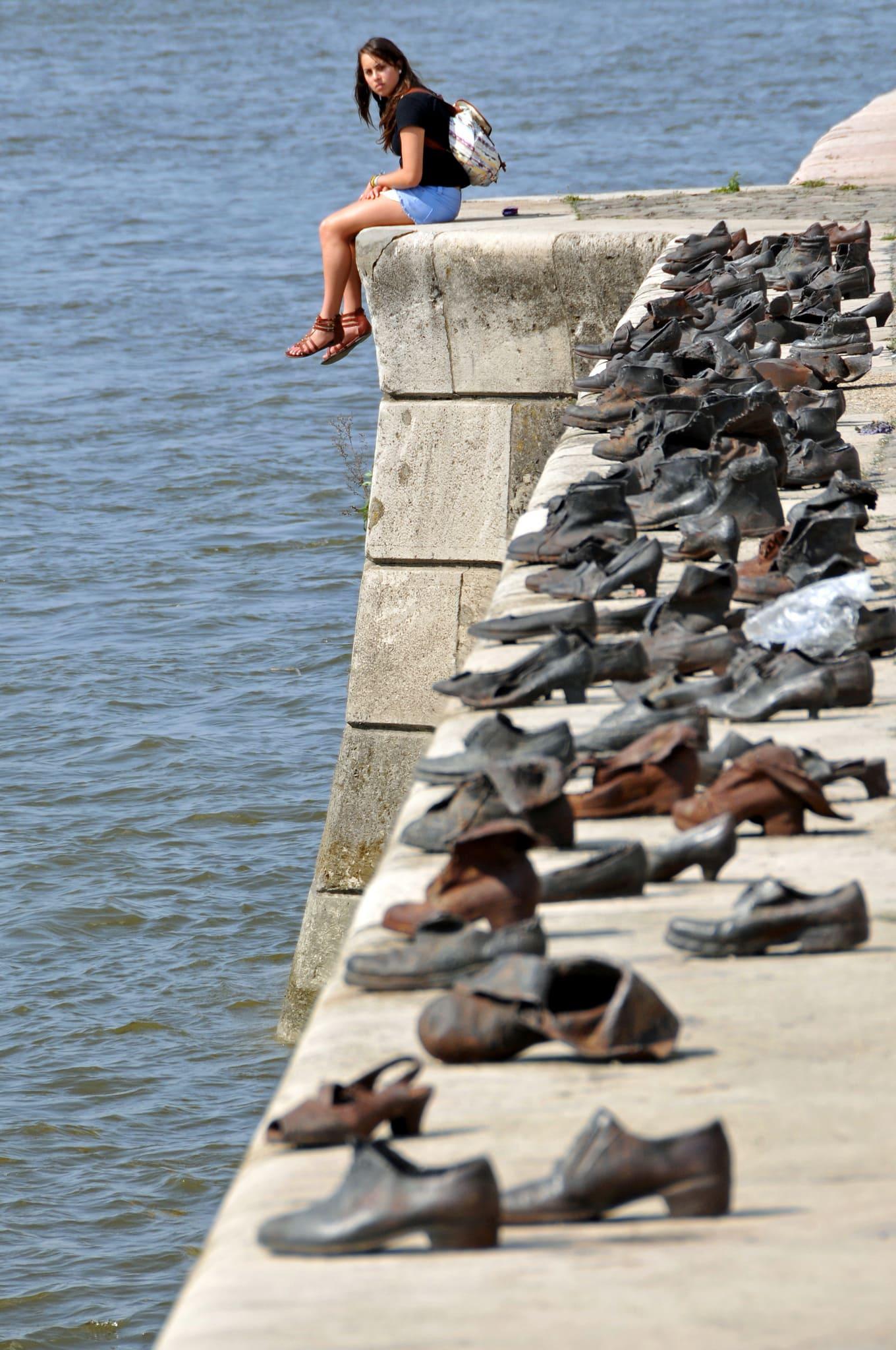 scarpe sulle rive del Danubio
