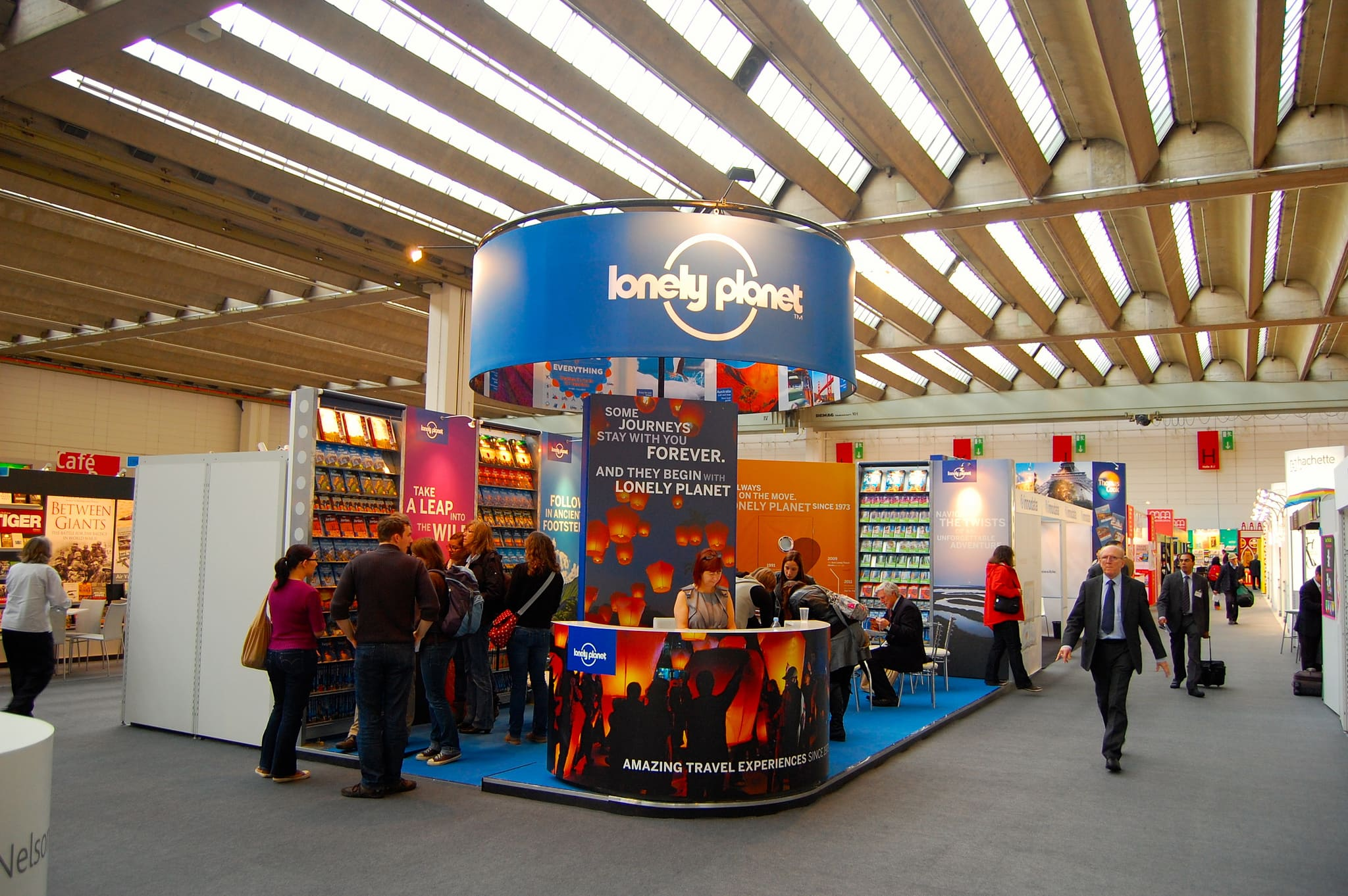 stand vendita libri lonely planet