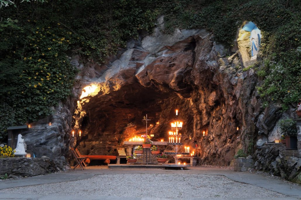 fiaccolata grotta di lourdes