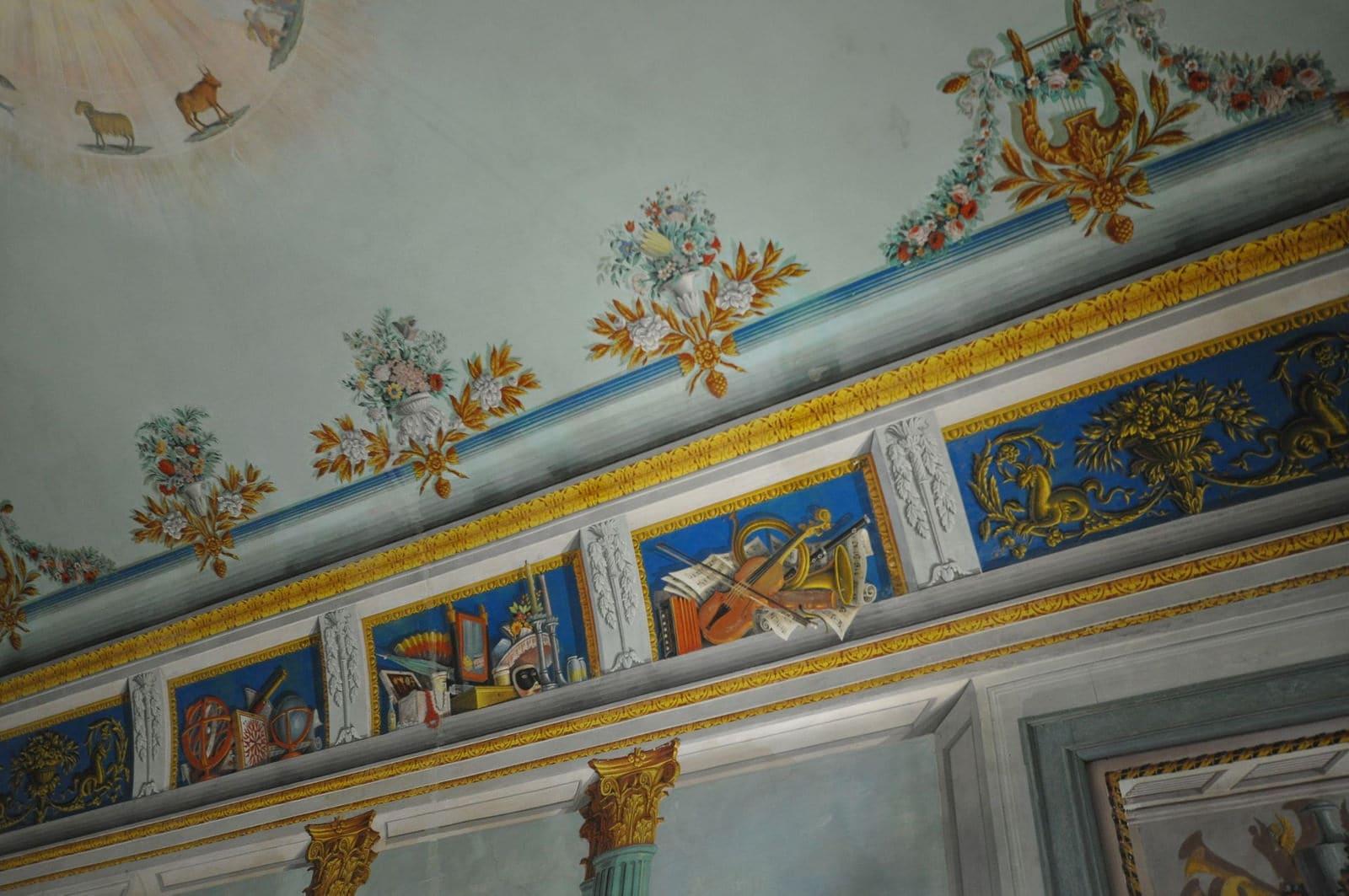 affreschi sui soffitti del castello