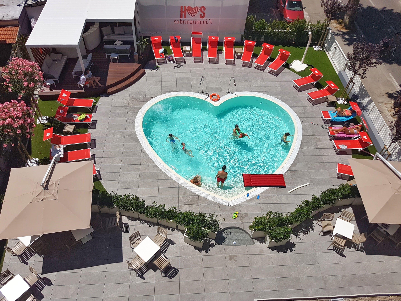 hotel stravaganti italia - hotel adria piscina cuore