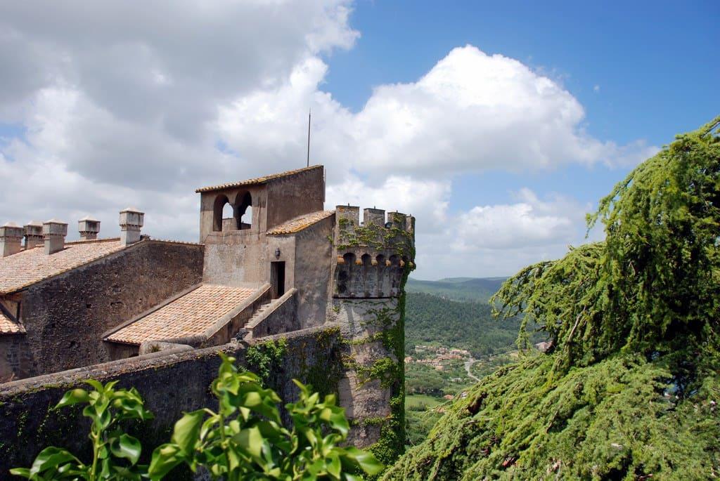 castello orsini, hotel stravagante in italia