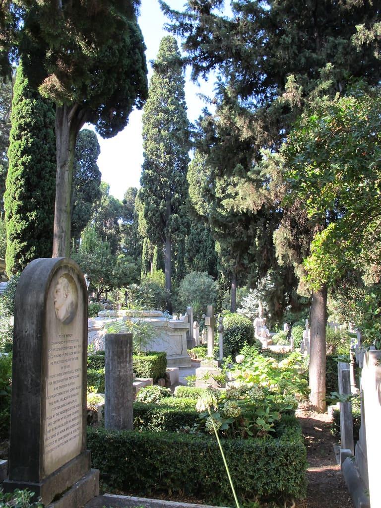 visita cimitero acattolico roma